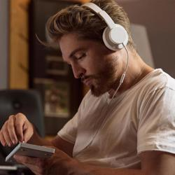 URBANISTA Seattle Wireless On-Ear Headphones Fluffy Cloud